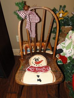 Frosty paintd on an old chair Christmas Chair, Christmas Wood, Primitive Christmas, Christmas Snowman, Christmas Projects, Christmas Trees, Hand Painted Chairs, Hand Painted Furniture, Wooden Chairs
