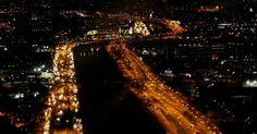 São Paulo, localizada na região Sudeste do Brasil é a maior cidade do País, com mais de 11 milhões de habitantes, e é considerada o principal centro financeiro da América Latina. Na foto, vista aérea da Marginal Tietê, um dos principais acessos rodoviários de São Paulo