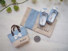 * Zapatos * raya azul y una pequeña bolsa *