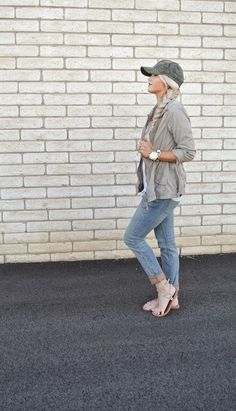 iMyne Fashion: Free People Appreciation | Cara Loren. How to wear a baseball hat. Chic looks for spring. Casual spring outfit idea.