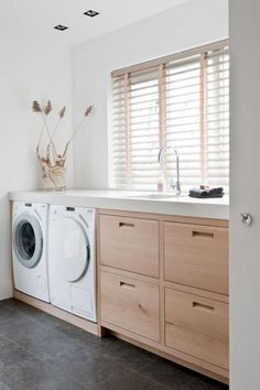The Beautiful Laundry Room Tile Design Ideas Trap - flipsyourhome Laundry Room Tile, Modern Laundry Rooms, Laundry Room Organization, Laundry Closet, Room Tiles Design, Laundry Room Inspiration, Small Laundry, Laundry Room Design, House Design