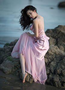 Jessika by Irene Rudnyk Beach Photography Poses, Beach Portraits, Photography Women, Portrait Photography, Irene Rudnyk, Barefoot Girls, Female Pictures, Brunette Beauty, Photos Of Women