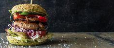DE BURGER The Dutch Weed Burger is één van de gezondste hamburgers ter wereld met zeewier als lekkere smaakmaker! De malse patty is gemaakt van zilte sojasnippers en Royal Kombu, een...