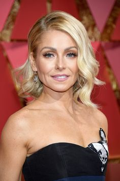 Kelly Ripa Photos Photos - TV personality Kelly Ripa attends the 89th Annual Academy Awards at Hollywood & Highland Center on February 26, 2017 in Hollywood, California. - 89th Annual Academy Awards - Arrivals