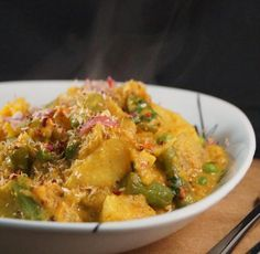Simple and Delicious Dinner Option. Sri Lankan Sweet Potato & Pea Curry served with Saffron and Turmeric Basmati Rice and topped with Coconut Sambal. Spicy Recipes, Indian Food Recipes, Asian Recipes, Gluten Free Recipes, Vegetarian Recipes, Healthy Recipes, Ethnic Recipes, Potato And Pea Curry, Sweet Potato Curry