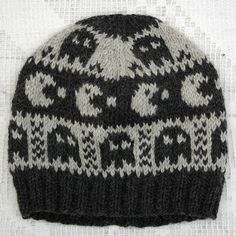 Pacman-hat for men (recipe) Small Knitting Projects, Knitting Blogs, Knitting Charts, Yarn Projects, Knitting Patterns, Knitting Ideas, Boys Beanie, Knit Beanie, Beanie Hats