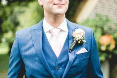 trouwen wedding blauw wit blue white corsage roses vintage pink Corsage, Suit Jacket, Breast, Suits, Jackets, Image, Fashion, Down Jackets, Moda