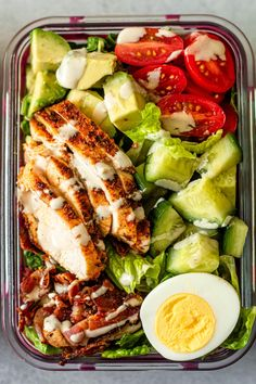 Easy Cobb Salad Meal Prep - This easy Meal Prep Cobb Salad recipe is a simple healthy lunch option to make for the week. Easy Healthy Meal Prep, Easy Healthy Recipes, Healthy Lunch Meals, Easy Lunch Meal Prep, Healthy Meal Options, Simple Healthy Lunch, Meal Prep Salads, Meal Prep Keto, Healthy Delicious Meals