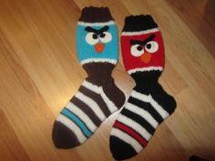 Angry birds tyyliset villasukat Angry Birds, Christmas Diy, Slippers, Socks, Fashion, Moda, Fashion Styles, Slipper, Sock