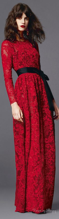 Valentine's day is coming up and you are already thinking about getting a beautiful elegant red dress, which is the symbol of love and Valentine's day. Red Fashion, Runway Fashion, High Fashion, Womens Fashion, Inspiration Mode, Mode Style, Evening Gowns, Beautiful Dresses, Outfits