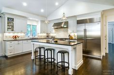 Black And White Kitchen Cabinetry: WoodMode BrookHaven With Nordic White  Finish| Countertops: Absolute
