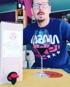 """Vinoteca Perugia San Sisto on Instagram: """"Il mitico RE DEL SOLE di Stefano Leonucci da oggi in #baginbox da 3 litri !!!!!!! Avete capito bene... Accorrere...anzi correte a prenderlo…"""" Bag In Box, Box Wine, Re, Wine Glass, Instagram, Wine Bottles"""