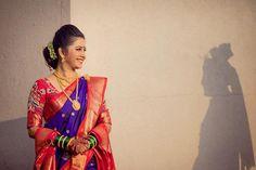 प्रतिमेत याचा समावेश असू श्ाकतो: 1 व्यक्ती, उभा आहे Indian Wedding Poses, Indian Wedding Couple Photography, Pre Wedding Poses, Bride Photography, Indian Bridal, Marathi Bride, Marathi Wedding, Marathi Saree, Photo Poses For Couples
