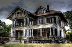 beautiful abandoned home- i wish i had unlimited funds for i DIY fix up. so much work, but such reward
