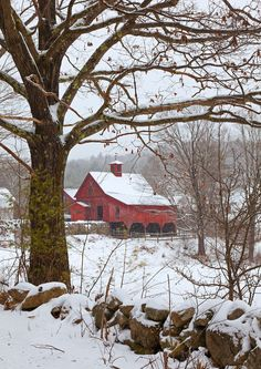 Red Barn winter, Keene, New Hampshire: always told him how I wanted to see where he lived Farm Barn, Old Farm, Winter Szenen, Barn Pictures, Country Barns, Country Life, Country Living, Country Roads, Country Scenes