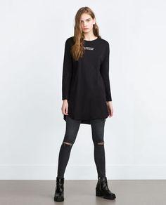 Immagine 1 di MAGLIETTA LUNGA SCRITTA di Zara