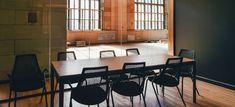 Small conference room – Interior – Modern Home interior Design Kitchen 101 Office Break Room, Wooden Dining Tables, Modern Kitchen Design, Kitchen Designs, Room Interior, Interior Design, Making Ideas, Home Kitchens, Kitchen Remodel