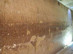 Otro relieve de gran importancia encontrado en el Templo, es la Lista de Reyes de Abidos. En la lista, figuran los cartuchos de nombres de los monarcas incluido Seti I. Reyes, Egypt, Temple, Names