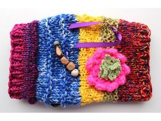 Twiddle muffs are useful and helpful especially for the elderly with dementia. A twiddle muff provides activities to do with their hands to calm them. Chunky Crochet, Knit Crochet, Crochet Hats, Crotchet, Dementia Crafts, Dementia Activities, Easy Crafts, Arts And Crafts, Fidget Blankets