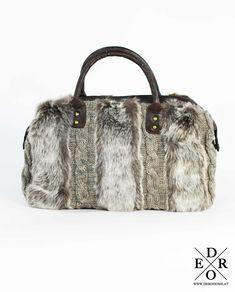 """Traumhafte & kuschelige Handtasche """"Romy"""" aus Strick und Kunstfell. Passt perfekt zu Trachtenmode und Dirndl sowie zur Wintermode. Tote Bag, Bags, Fashion, Dirndl, Handbags, Breien, Moda, La Mode, Carry Bag"""