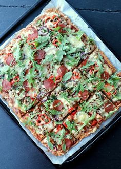 Heimelaga, sunn pizza med proteinrik havrebunn - LINDASTUHAUG Overnight Oats, Risotto, Vegetable Pizza, Food And Drink, Vegetables, Cooking, Healthy, Diabetes, Hamburger Patties