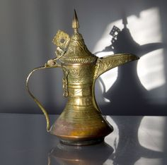 old Dallah coffee pot, gahwa Moroccan Decor, Morocco, Metal Working, Ottomans, Arabic Quotes, Coffee, Antiques, Tableware, Dubai
