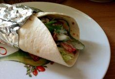 Gyros teljes kiőrlésű tortilla-val | NOSALTY Hamburger, Tacos, Food And Drink, Mexican, Pizza, Healthy, Ethnic Recipes, Burgers, Health