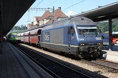 BLS Re 465 002-4 with fret train passing Spiez - by lee25nash – 28 august 2008 - more info (in french) at http://mediarail.be/UE_TRAXX/Traxx_02_Lok2000.htm