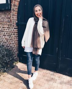 PageSpeed on Web Hosting she look oppressed to you? ( look oppressed to you? Hijab Casual, Hijab Chic, Islamic Fashion, Muslim Fashion, Hijab Fashion, Fashion Outfits, Modest Fashion, Muslim Girls, Muslim Women