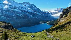 Azuurblauw bergmeer in de Zwitserse Alpen