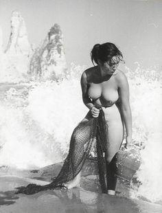 Ama: Japan's Tough, Topless, Free-Diving Mermaids - Iwase Yoshiyuki