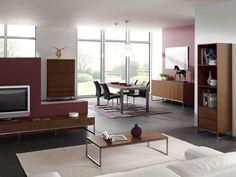 Woonprogramma Keulen, uitgevoerd in volledig notenhout en uit voorraad leverbaar. Tafels, Tv meubels, dressoirs, kasten en nog veel meer.