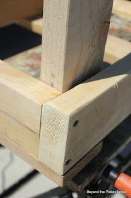 Pallet Bench Tutorial http://bec4-beyondthepicketfence.blogspot.com/2012/05/pallet-bench-tutorial.html