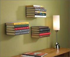 Placas de metal fininhas podem dar a impressão de que seus livros estão voando!