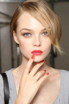 makeup: red lips, taupe eyeshadow