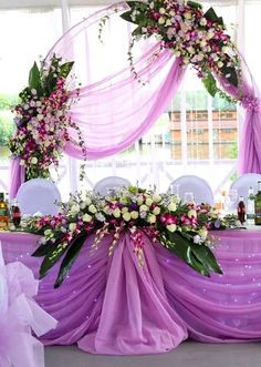 I don't like the color combination for a wedding but it's still beautiful