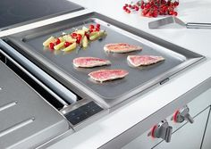Grilling from Gaggenau Gaggenau, a specialist in kitchen technology, offers multifunctional, special solutions for the enjoyment of barbecues and grills for gardens and terr. Teppanyaki, Barbacoa, Cool Kitchen Gadgets, Cool Kitchens, Rustic Kitchen, Kitchen Decor, Country Kitchen, Kitchen Ideas, Teppan Yaki Grill