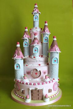 The sweet castle - by Amerilde @ CakesDecor.com - cake decorating website
