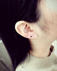 New Piercing Oreille Rihanna 29 Ideas Ear Lobe Tattoo, Body Jewelry, Fine Jewelry, Little Tattoos, Jewelry Photography, Diamond Shapes, Statement Jewelry, Ear Piercings, Custom Jewelry