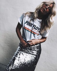 Skirt sequin outfit hair Ideas for 2019 Tomboy Outfits, Mode Outfits, Skirt Outfits, Casual Outfits, Fashion Outfits, Fashion Tips, Bar Outfits, Vegas Outfits, Woman Outfits