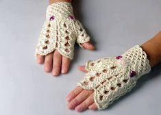 Crochet Fingerless Gloves ♥ by ozlemdesign on Etsy Fingerless Gloves Crochet Pattern, Fingerless Mittens, Knitted Gloves, Crochet Shoes, Crochet Scarves, Crochet Crafts, Crochet Projects, Crochet Hand Warmers, Bracelet Crochet