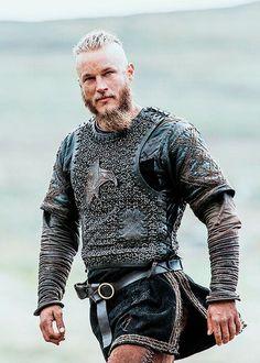 Ragnar Lothbrok (Travis Fimmel) on Vikings Ragnar Lothbrok Vikings, Ragnar Lothbrook, King Ragnar, Roi Ragnar, Vikings Tv Show, Vikings 2, Vikings Tv Series, Viking Men, Viking Life