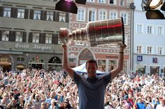 Tom Kuhnhackl became the first NHL player to take the Stanley Cup to Germany.