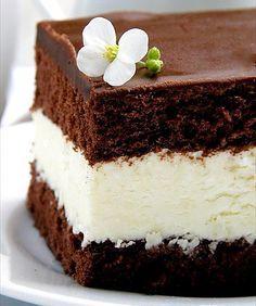 Skvělá tyčinky Milky way v podobě koláčku. Kakaové těsto, mléčná nádivka a na vrchu čokoláda. Mňam!
