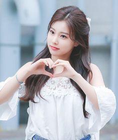 Kitsune Mask, Japanese Girl Group, Female Singers, Beautiful Asian Girls, Stylish Girl, Ulzzang Girl, Pop Group, Korean Girl, Kpop Girls