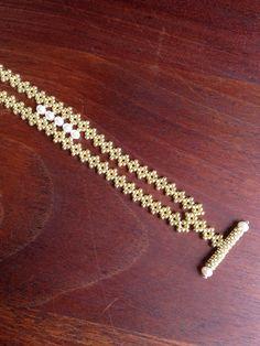 Bracelet de perles or unique bracelet en or par AmyKanarekDesigns