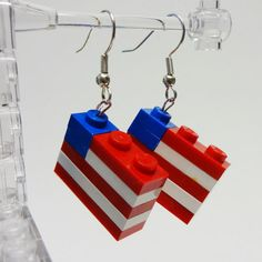 Perfect for Patriotic Pride! Custom LEGO American Flag Earrings by… Lego Jewelry, Jewelry Crafts, Beaded Jewelry, Handmade Jewelry, Custom Earrings, Diy Earrings, Lego Craft, Lego System, Patriotic Outfit