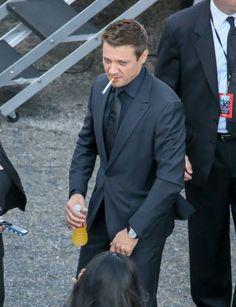 Jeremy Renner Photos - Jeremy Renner Talks 'Avengers' - Zimbio