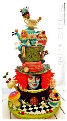 A Wondrous 'Alice In Wonderland' Cake