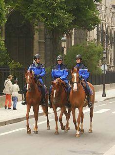 Mounte police in Paris